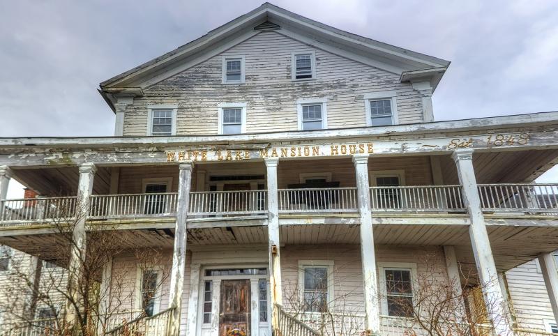 White-Lake-Mansion-House